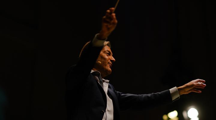 george_ellis_conducting_mimis_symphony